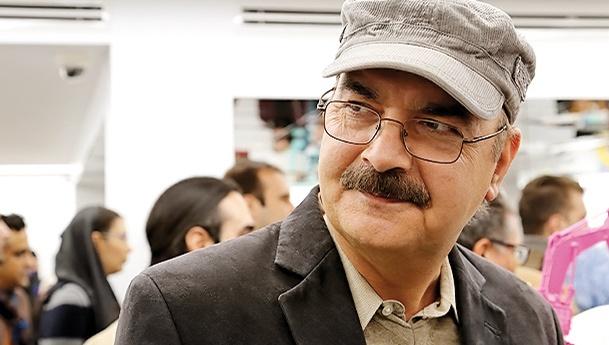 ایرج طهماسب  یکی از مهمانان مراسم افتتاح نگارخانه ثالث بود.