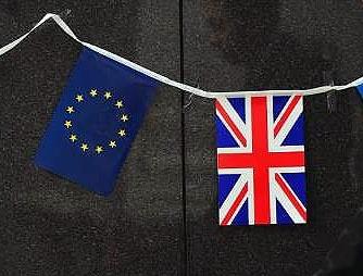 رقابت شانه به شانه مخالفان و موافقان حضور انگلیس در اتحادیه اروپا