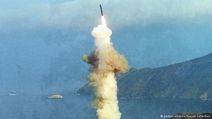 آزمایش موشک میانقارهای آمریکا در کالیفرنیا