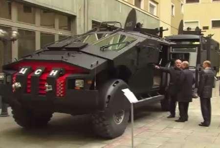 بازدید پوتین از جدیدترین خودروی زرهی روسیه