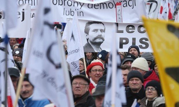 لهستان | هواداران لخ والسا به خیابانها آمدند