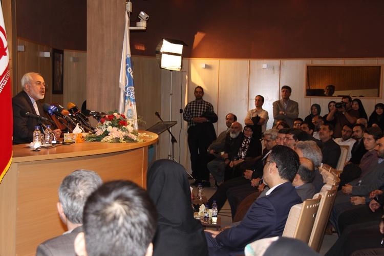 حضور وزیر خارجه در مراسم تکریم از دکتر سید محمد مرندی و معرفی رئیس جدید دانشکده مطالعات جهان