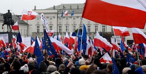 تظاهرات در پایتخت لهستان | تضاد با اتحادیه اروپا