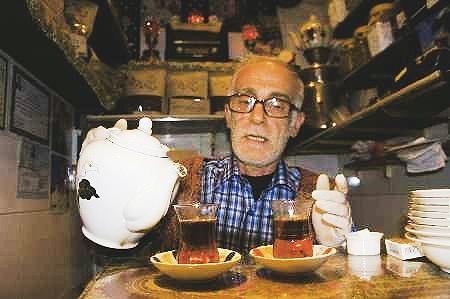 یک فنجان چای در کوچکترین قهوهخانه تهران