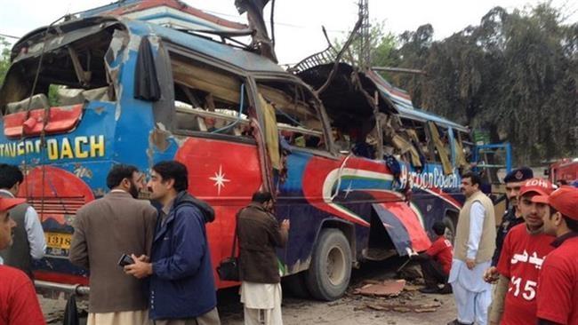 انفجار اتوبوس حامل مقامات دولتی پاکستان | دستکم ۱۵ کشته شدند