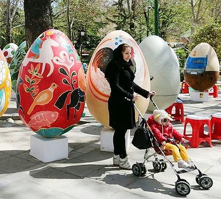 استقبال از تخممرغ رنگیهای تهران | مشارکت ۲۵۰ هنرمند