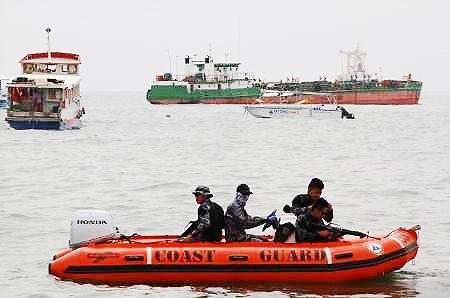 تروریستها دو کشتی اندونزیایی را ربودند