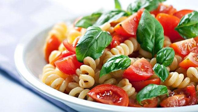 ماکارونی و گوجه فرنگی