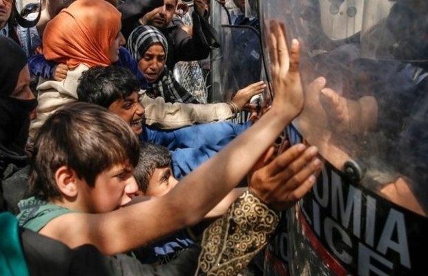وقوع درگیری شدید در مرز مقدونیه-یونان | شلیک گاز اشک آور به مهاجرین