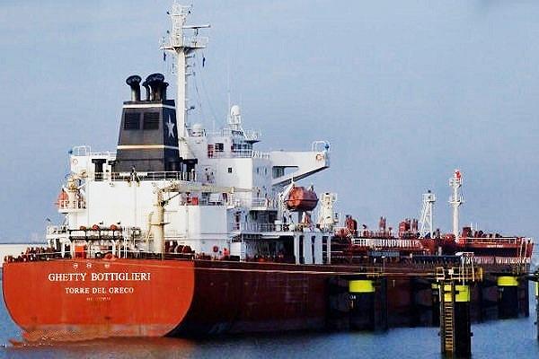 نخستین کشتی اروپایی پس از رفع تحریمها در بندر عسلویه پهلو گرفت