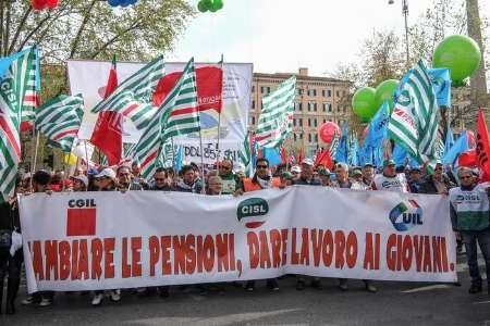 مردم ایتالیا علیه نظام بازنشستگی در این کشور تظاهرات کردند