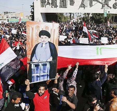 هواداران مقتدی صدر پارلمان عراق را اشغال کردند