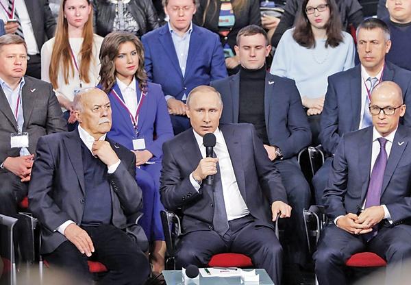 پوتین پنجشنبه شب در کنفرانس مطبوعاتی زنده با خبرنگاران شرکت کرد.