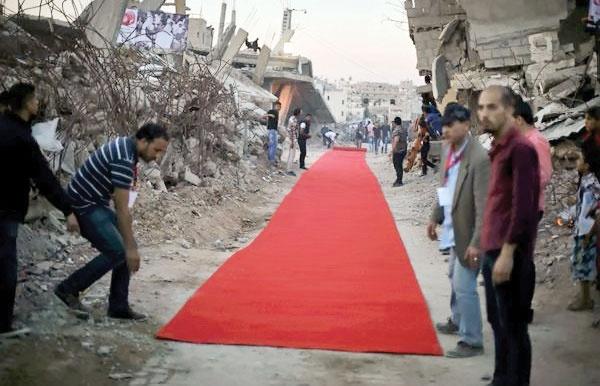 فرش قرمزی میان ویرانههای غزه