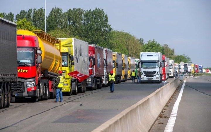 اعتصاب بخش حمل و نقل فرانسه را فلج کرد