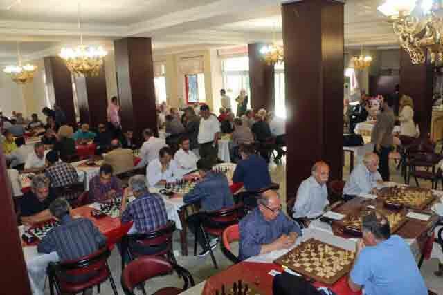 امینیفرد و مهندسی قهرمان شطرنج پیشکسوتان ایران شدند