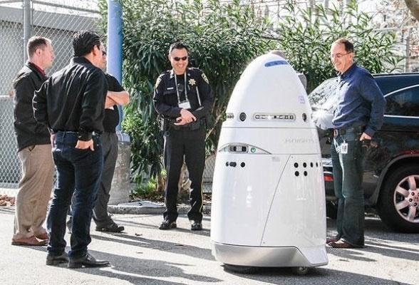 روباتها در مراکز خرید آمریکا گشت میزنند