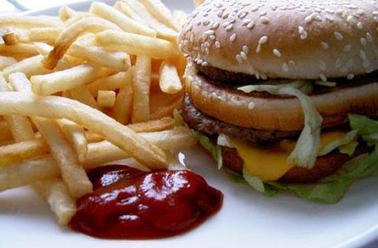 منع تبلیغ غذاهای ناسالم در انتظار نامه وزارت بهداشت