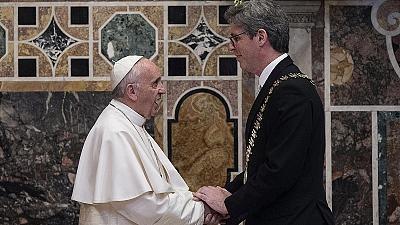 اهدای جایزه شارلمانی به رهبر کاتولیک های جهان