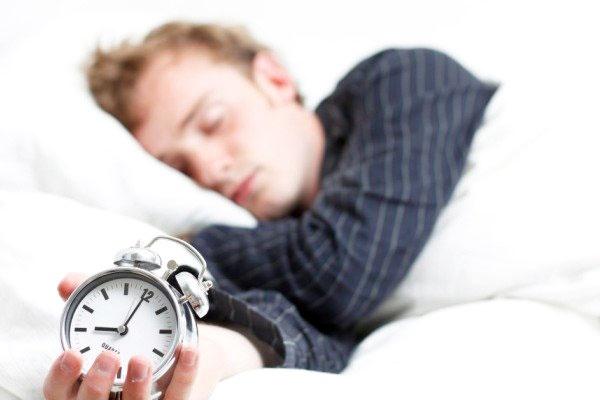 زنان ۳۰ دقیقه بیشتر از مردان میخوابند