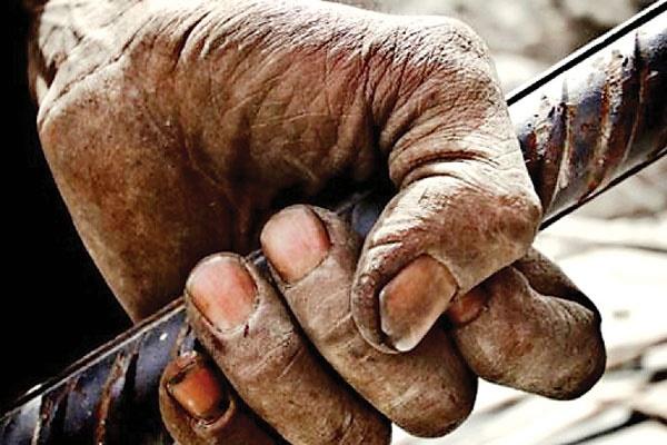 کارگران مشغول کارند اما بیحقوق!