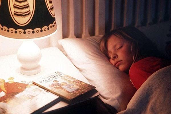 تاثیر نور بر سرعت به خواب رفتن