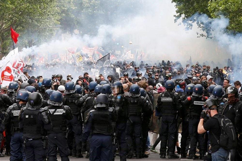 تظاهرات در فرانسه به خشونت کشیده شد | ۷۳ نفر بازداشت شدند