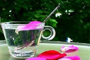۳ قاشق گلاب در افطار بنوشید تا عطش روز کم شود
