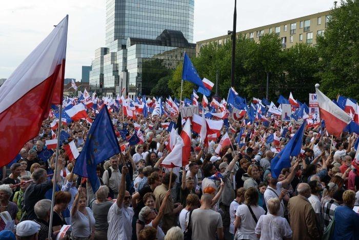 تظاهرات گسترده ضددولتی در پایتخت لهستان