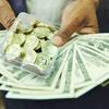 چرا قیمت طلا و دلار افزایش یافت؟