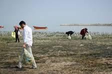 پاکسازی سواحل خزر توسط دانشجویان دختر دانشگاه آزاد