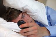 دلیل بیخوابیهای نیمهشب چیست؟