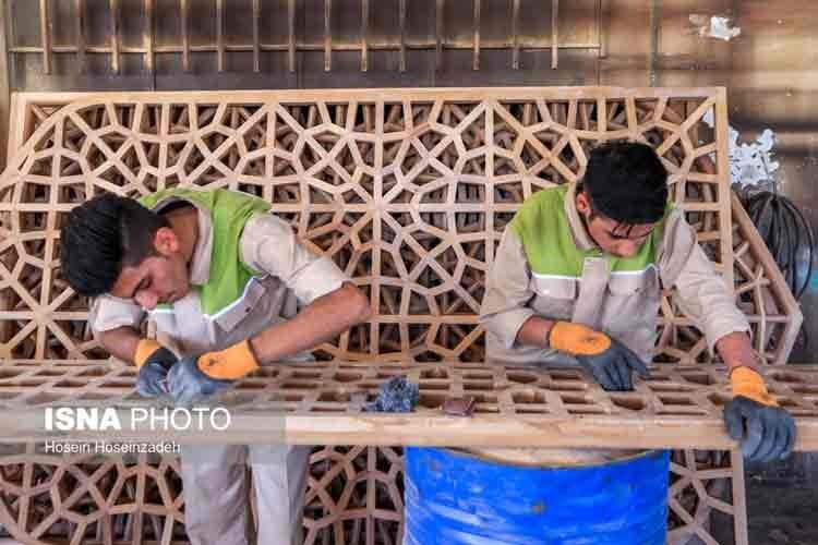 گزارش تصویری | کارگاه ساخت درهای حرم مطهر امام علی (ع)