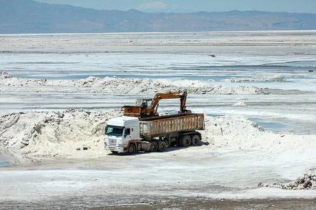 برداشت محدود نمک از دریاچه ارومیه