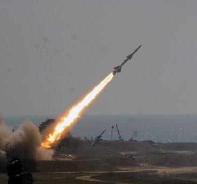 حمله موشکی ارتش وکمیته های مردمی یمن به پایگاه هوایی ملک خالد بن عبدالعزیز
