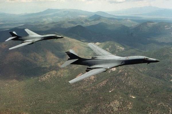 پرواز بمب افکنهای اتمی آمریکا بر فراز کره جنوبی برای تهدید پیونگ یانگ