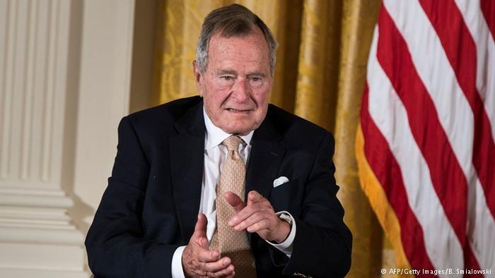 جورج بوش پدر به هیلاری کلینتون رای میدهد