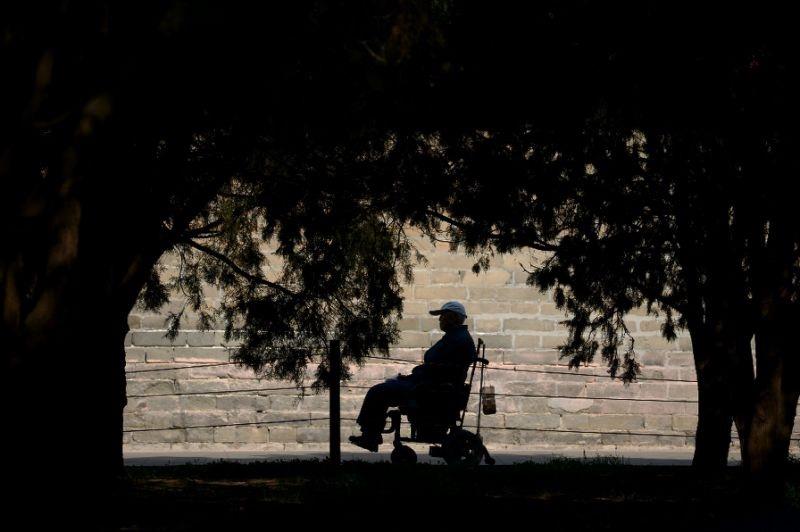 تشخیص نادرست مردی را ۴۳ سال روی صندلی چرخدار نشاند