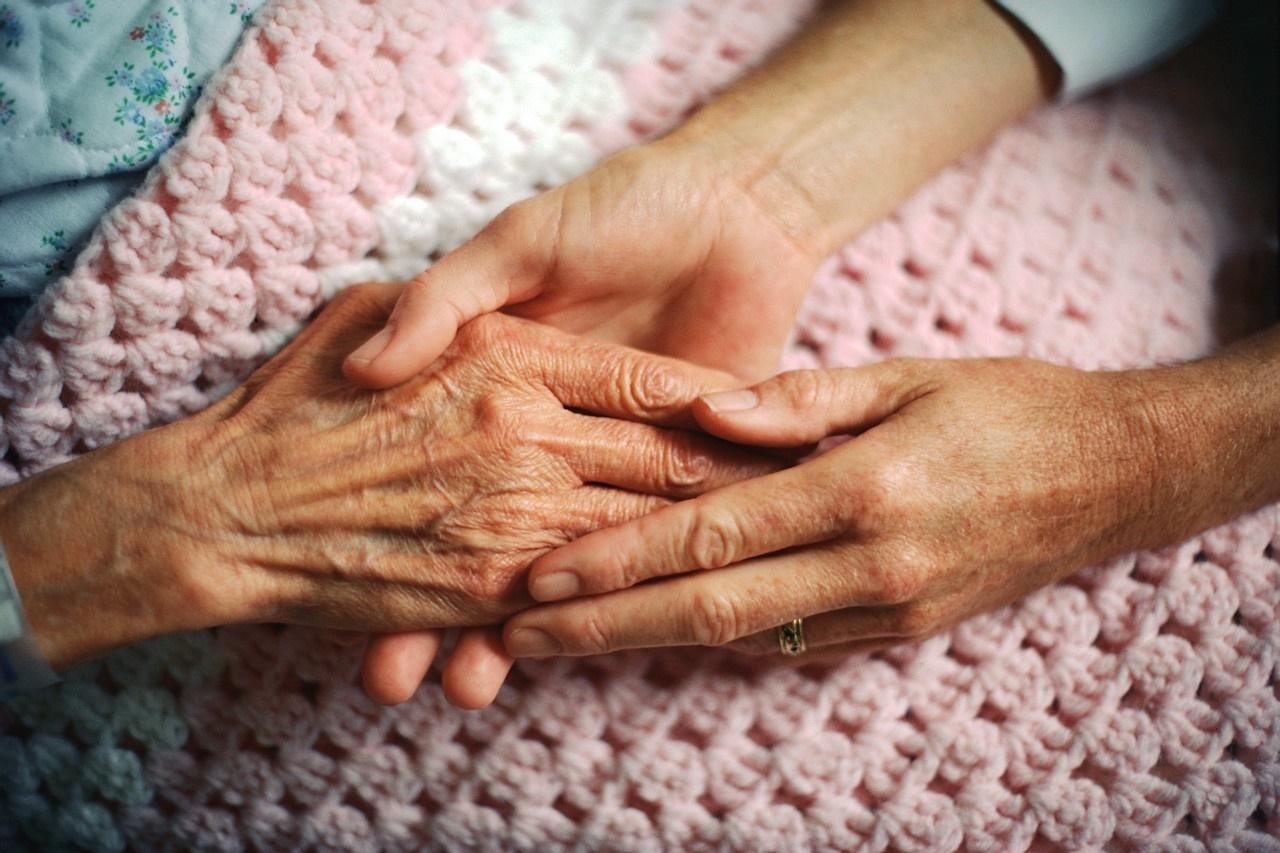 افزایش روند سپردن سالمندان به مراکز سالمندی، مایه تاسف است