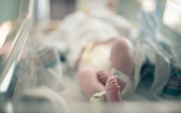 نخستین نوزاد آزمایشگاهی سهوالدی دنیا متولد شد