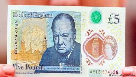 بریتانیاییها صاحب اسکناسهای پلاستیکی شدند | پنج پوندی با تصویر چرچیل 16 9 13 20566pound