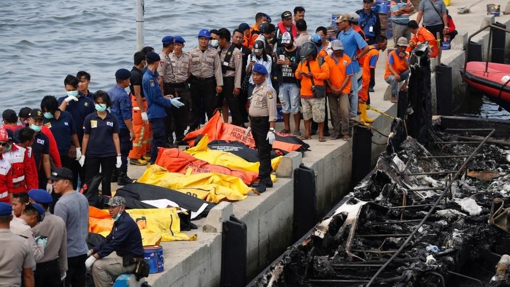 آتشسوزی کشتی مسافربری در اندونزی ۲۳ کشته برجا گذاشت