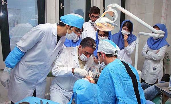 بهترین زمان جراحی دندان عقل ۱۷ تا ۲۵ سالگی است