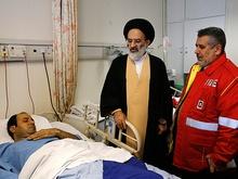 عیادت نماینده مقام معظم رهبری از آتشنشانان مصدوم