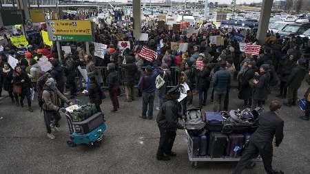 فرودگاه های آمریکا صحنه اعتراض های جدید به فرمان مهاجرتی ترامپ