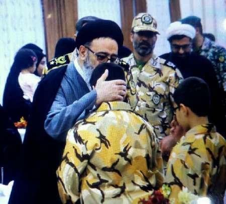رئیس عقیدتی سیاسی ارتش از خانواده های شهدای مدافع حرم تقدیر کرد