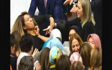 درگیری در پارلمان ترکیه و زخمی شدن دو نماینده