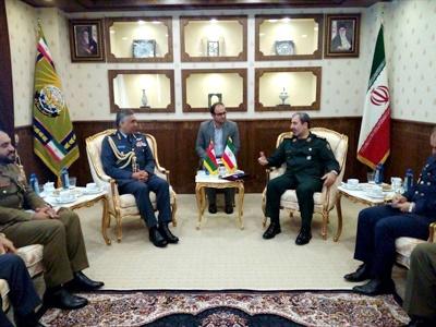دیدار فرمانده نیروی هوایی عمان با معاون امور بین الملل ستاد کل نیروهای مسلح