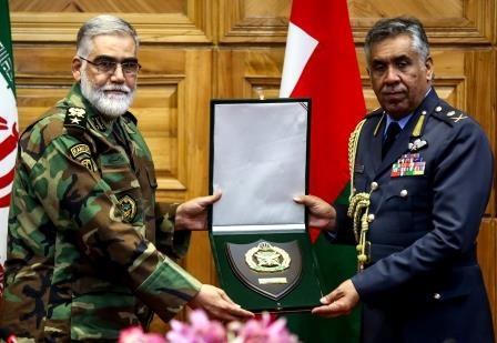 مقامهای ارتش ایران و عمان درباره گسترش مناسبات نظامی تبادل نظر کردند