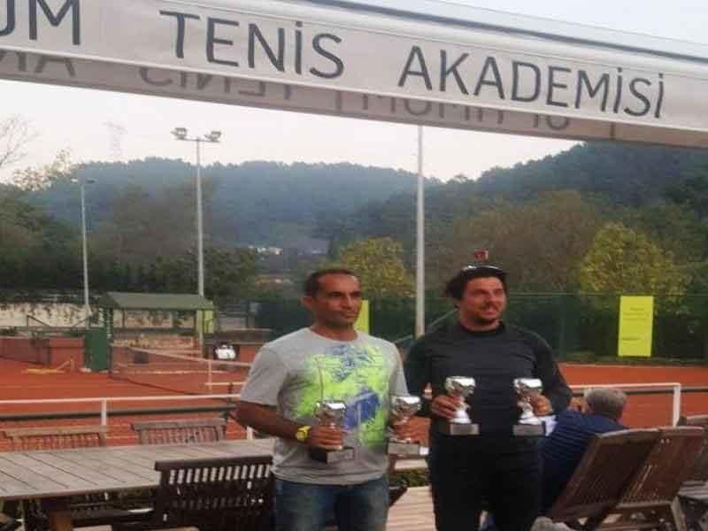 قهرمانی مهذب نیا و صانع در تنیس بینالمللی پیشکسوتان ترکیه